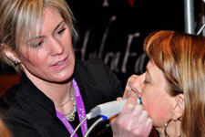 HydraFacial – Edge System Corp. performs demonstrations on the show floor.