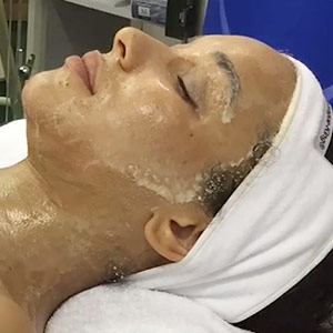 Video: The Repêchage Four Layer Facial
