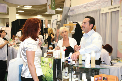 attendee interacting with vendor at Face & Body 2008