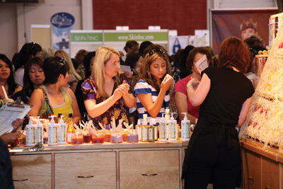 Attendees at Face &amp; Body 2009 booth