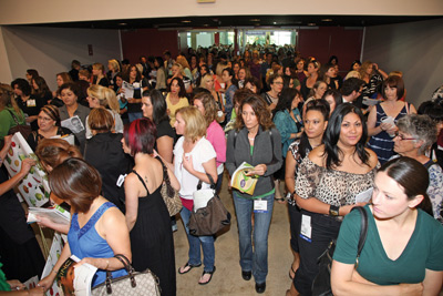 Face & Body 2009 crowds